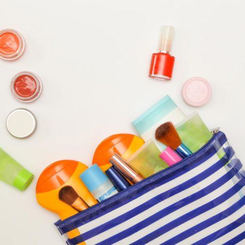 Productos de belleza que no pueden faltar en tu bolso este verano